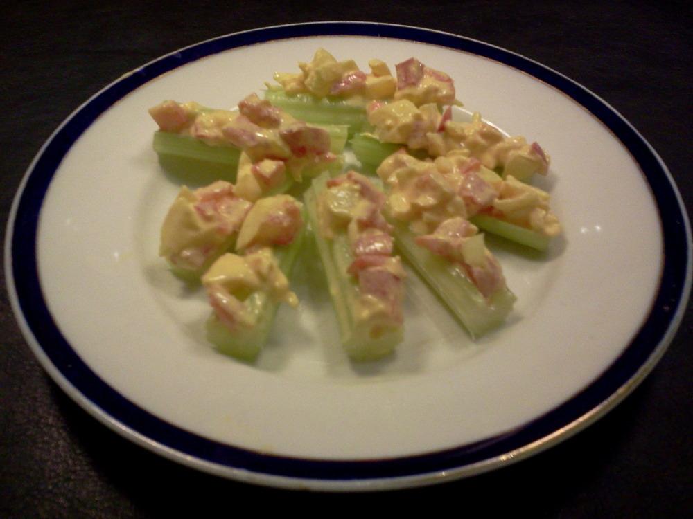 Celery_sticks_with_cheddar-tomato-onion_dressing6