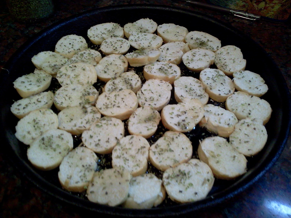 Toasted_bread_sprinkled_with_oregano3