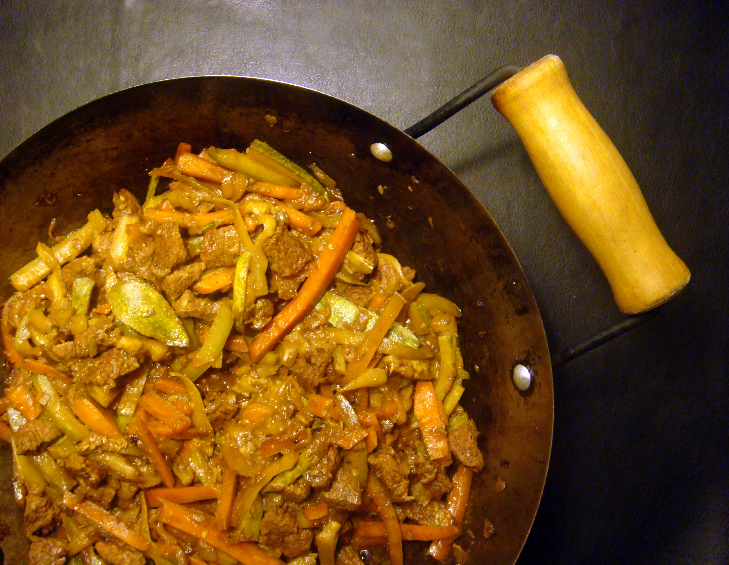 Stir-fried beef, carrots & zucchini