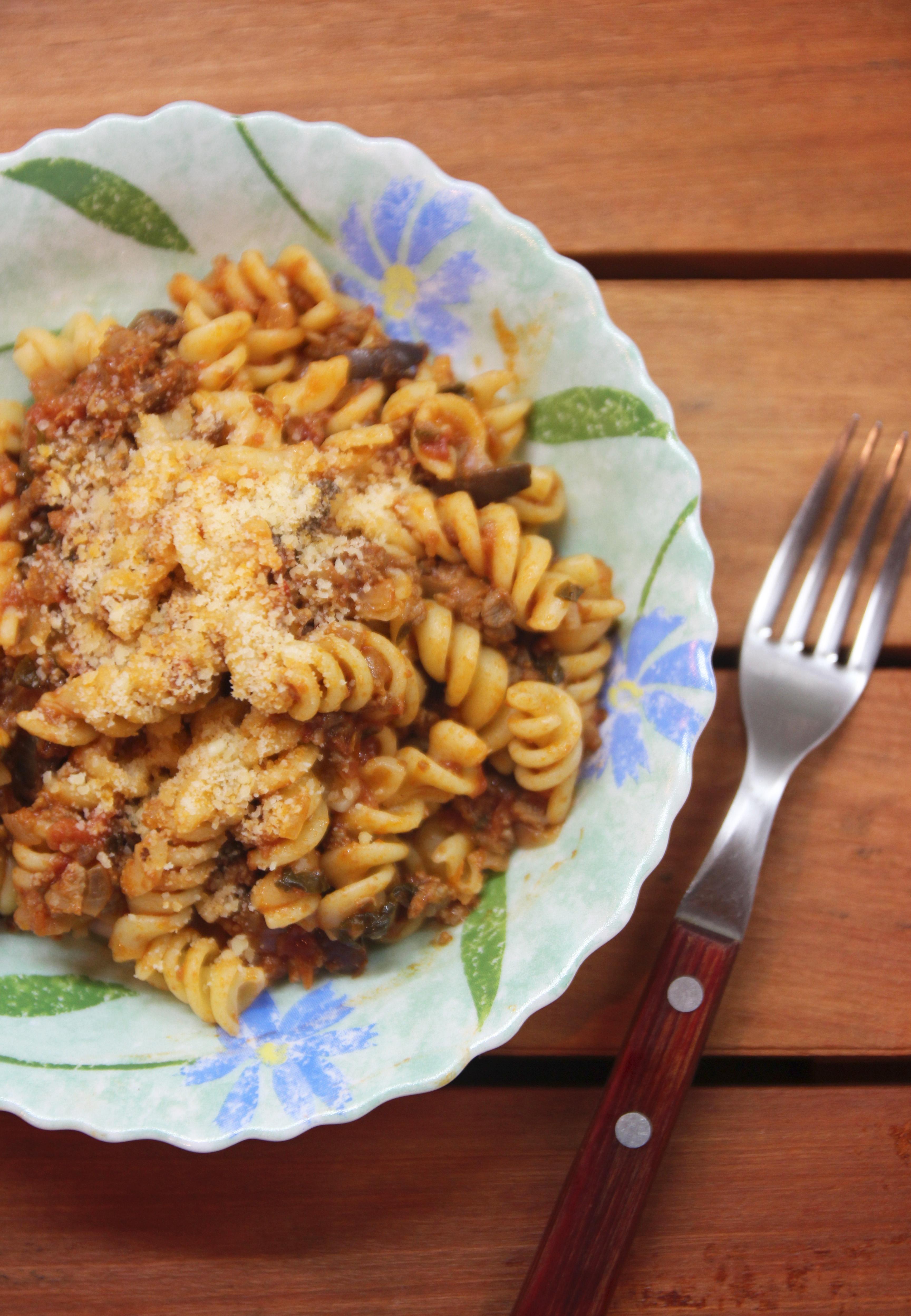 Spiral Pasta with Mediterranean Meat Sauce3