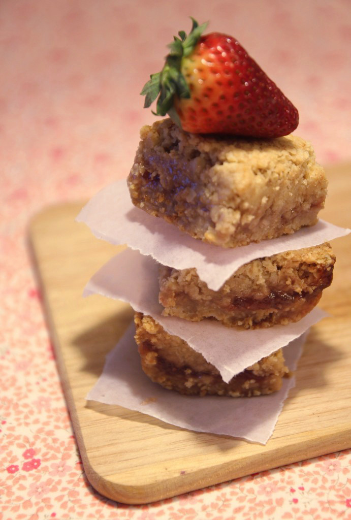 strawberry-oatmeal-bars12