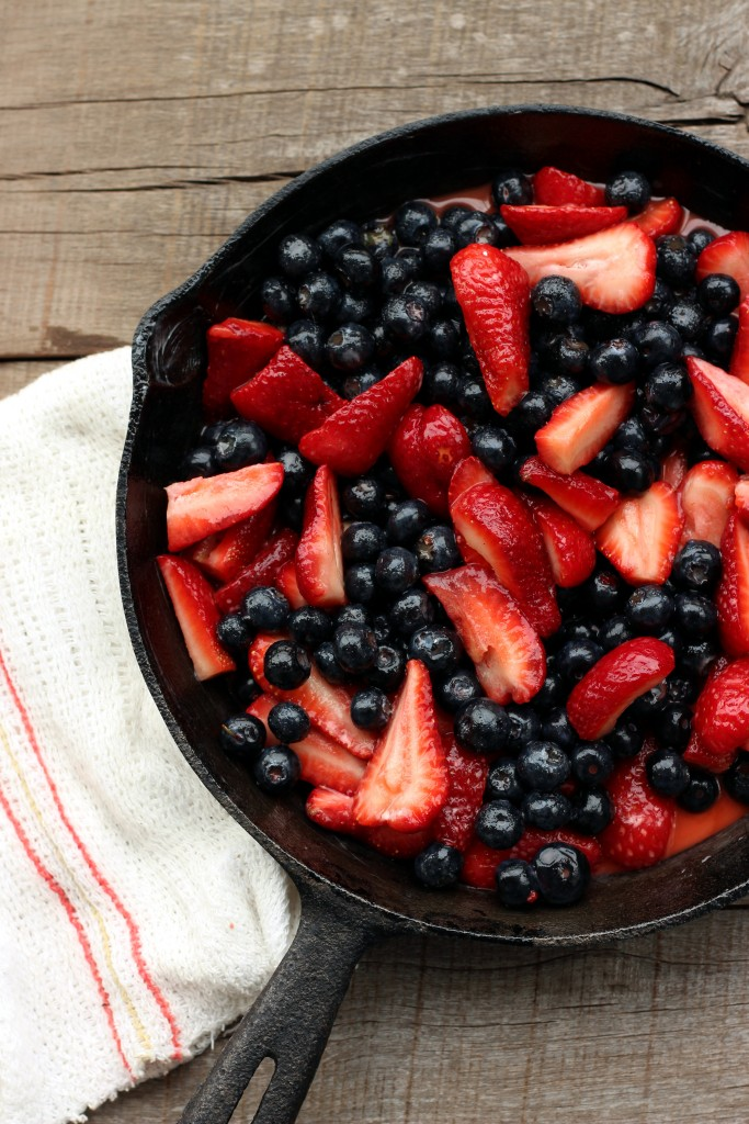 Grain-free Strawberry & Blueberry Crumble