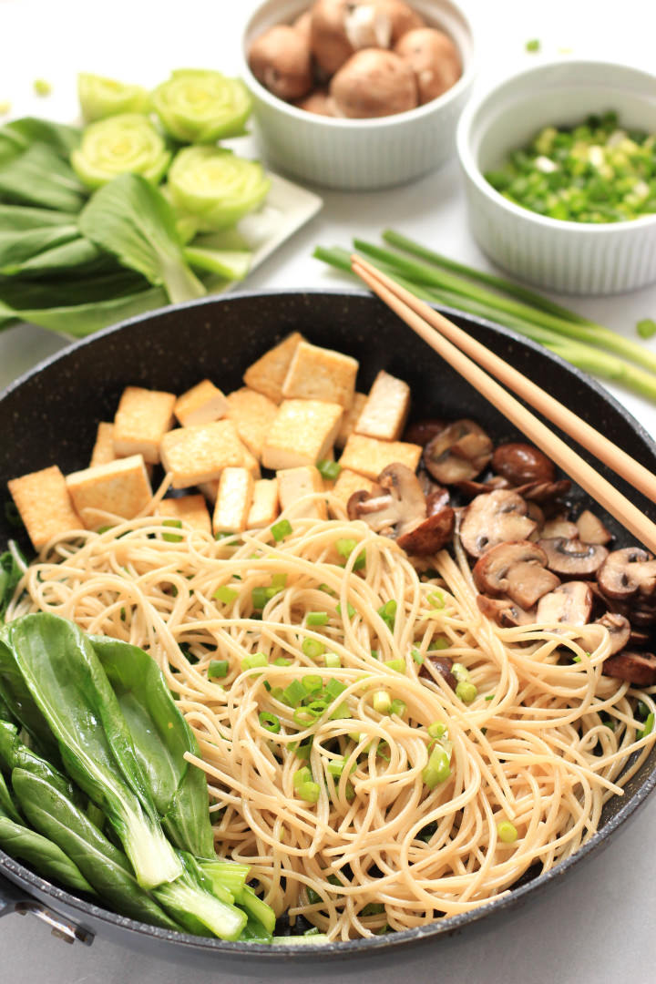 Brown Rice Noodles with Boy Choy, Mushrooms & Tofu