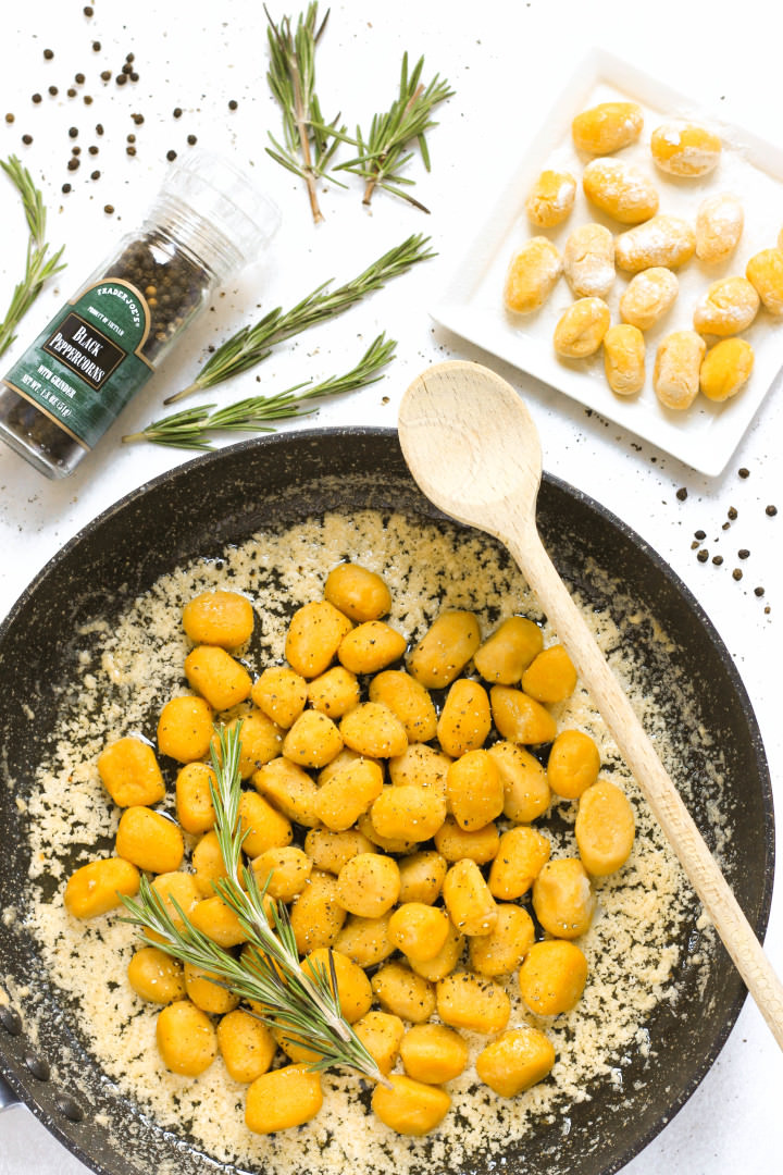 A skillet full of gnocchi in brown butter sauce.