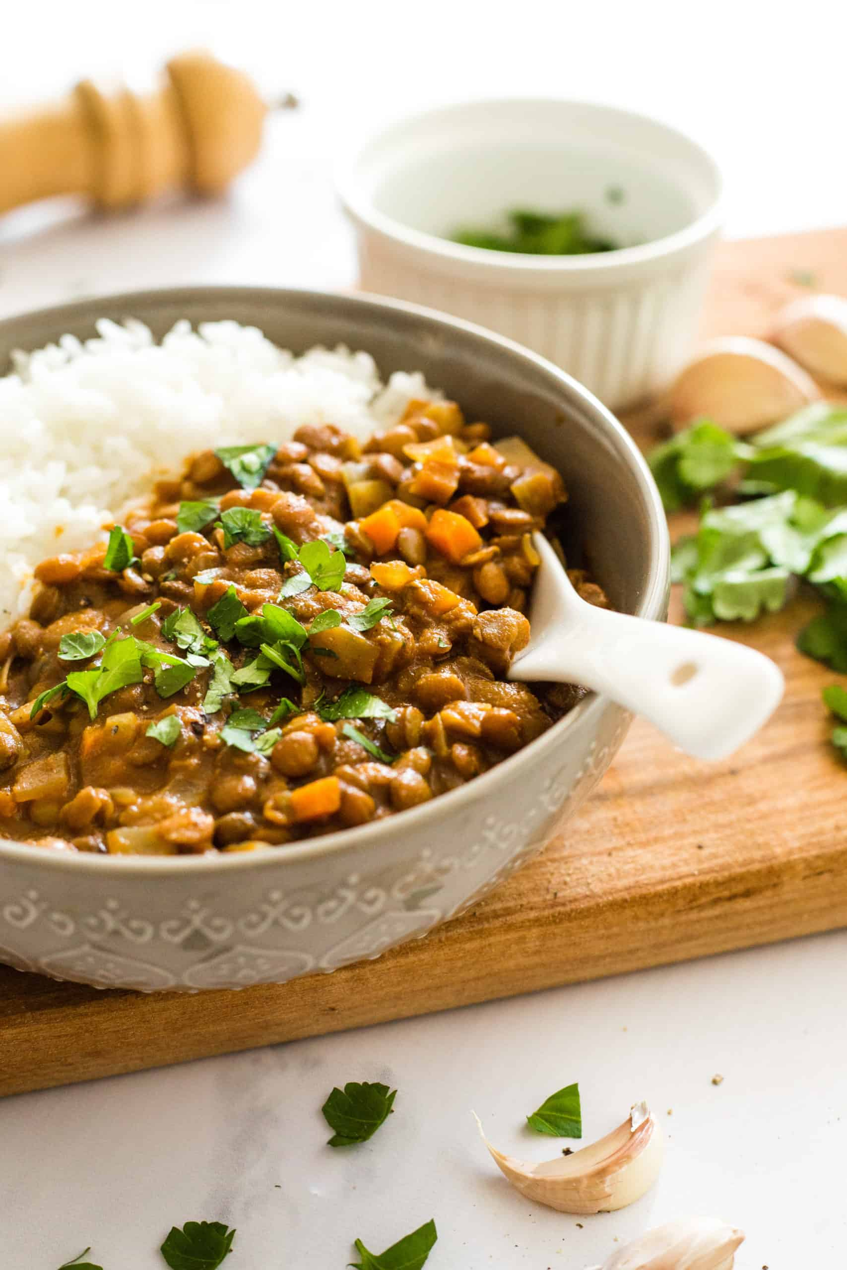 Lentil curry in a bowl on a wooden board