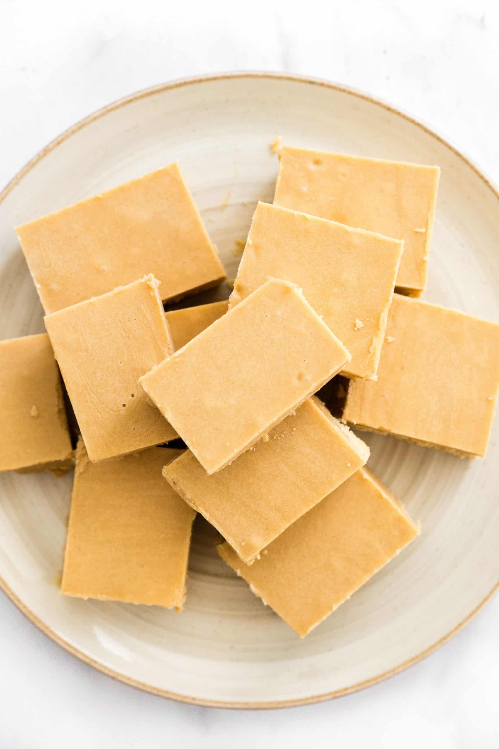 A plate full of peanut butter fudge squares.