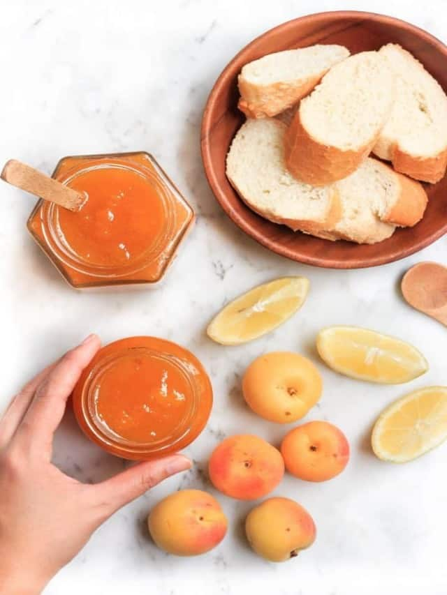 apricot jam jar with sliced bread